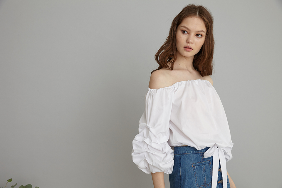 Kanni Ruched sleeves off shoulder top in white