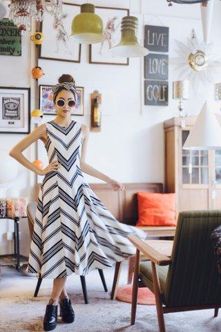 *PREMIUM* Gyam Stripes Pouffy Dress in White