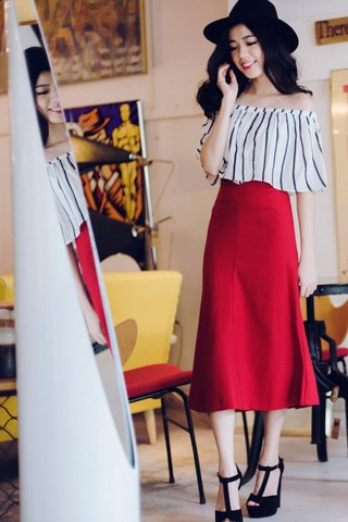 The Editor Mermaid skirt in Red