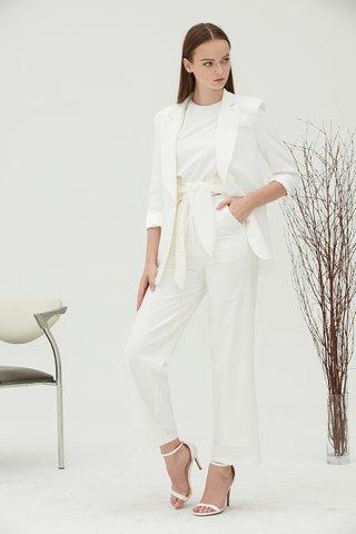 Leighton Boyfriend blazer in white