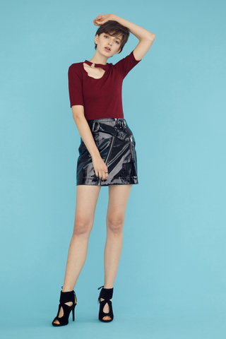 GERRA Ring Cut Out Top in Wine red